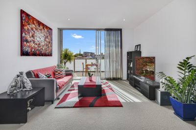Stylish Apartment with Northerly City Views