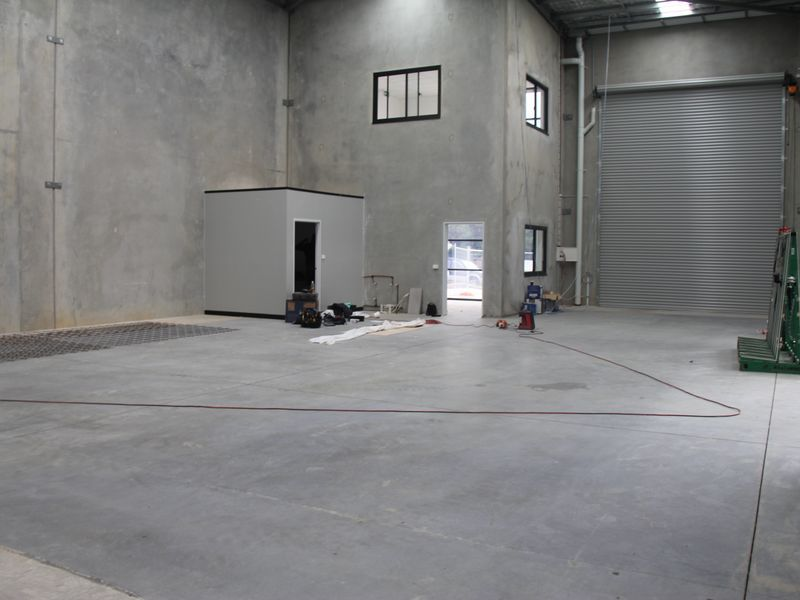 High Clearance Warehouse - 280m²