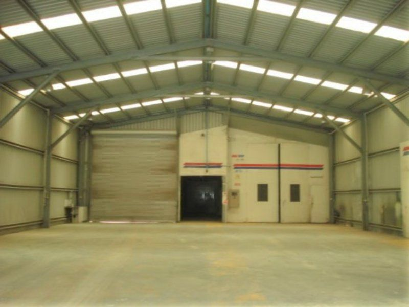Prominent High Clearance Industrial Warehouse With Hardstand Yard