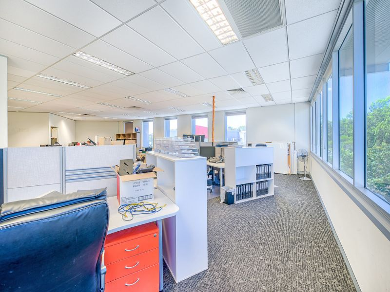 For Lease: 177sqm* CORPORATE FIRST FLOOR OFFICE
