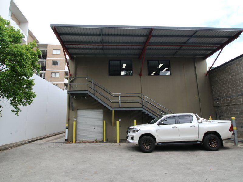 Freestanding building with Great Exposure