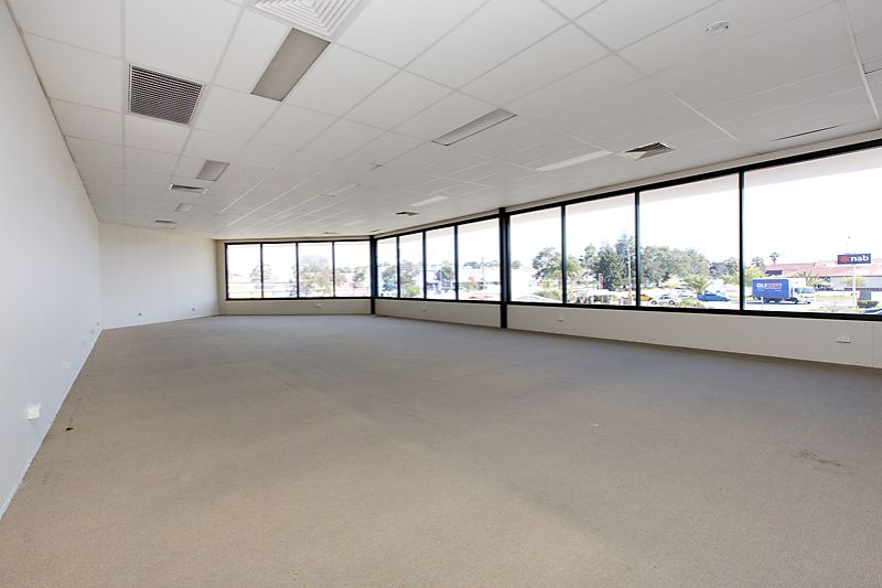 LARGE SHOWROOM WITH WAREHOUSE - OPEN TO OFFERS