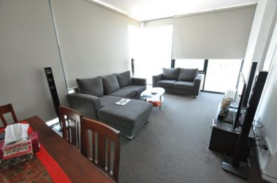 Alexander Lombard Tower - Located Within Minutes to The CBD!