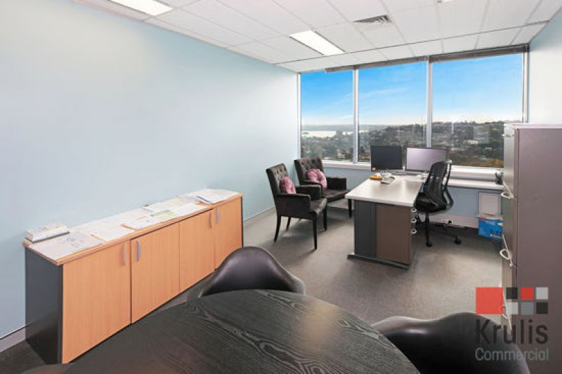 FULLY FITTED-OUT CORNER OFFICE WITH SWEEPING HARBOUR VIEWS