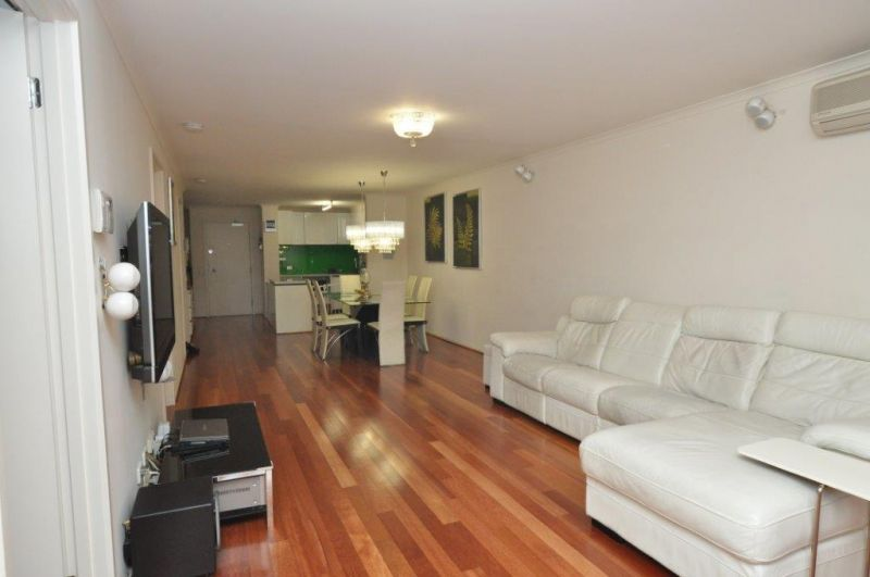 Market Square Condos: Charming Apartment with 3 Bedrooms and a Fantastic Location!