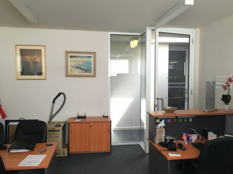 MODERN ENTRY LEVEL OFFICE ON A BUDGET