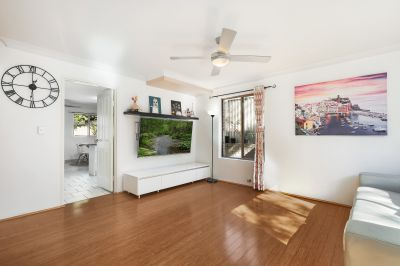 A RARE FIND ... 204 m2 double brick townhouse, superb location walk to everything