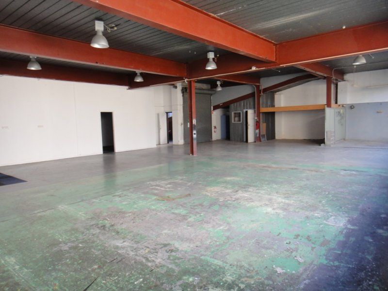 Clear span Warehouse/workshop with great natural light in central Brookvale location
