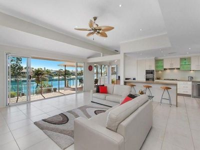 Luxury North Facing Waterfront