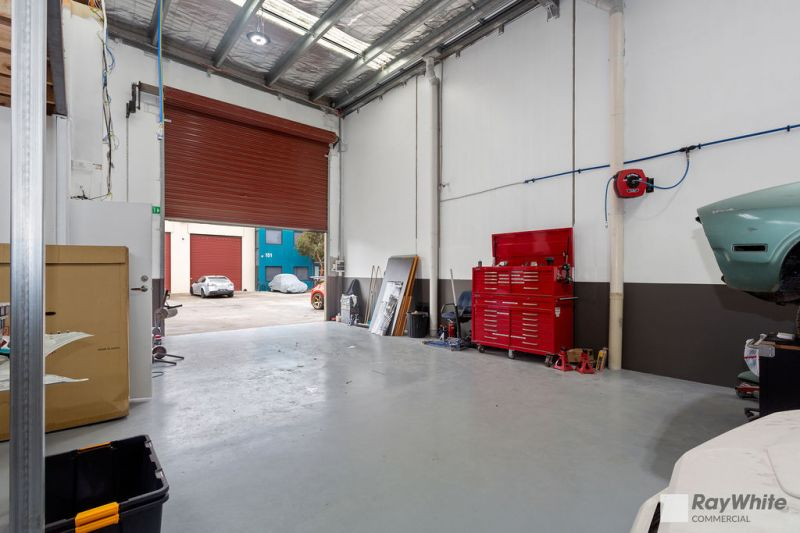 PERFECT STARTER OFFICE / WAREHOUSE   OCCUPY OR INVEST   NO GST!