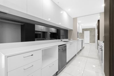 Stunning Modern Unit located at Waterpoint Residences