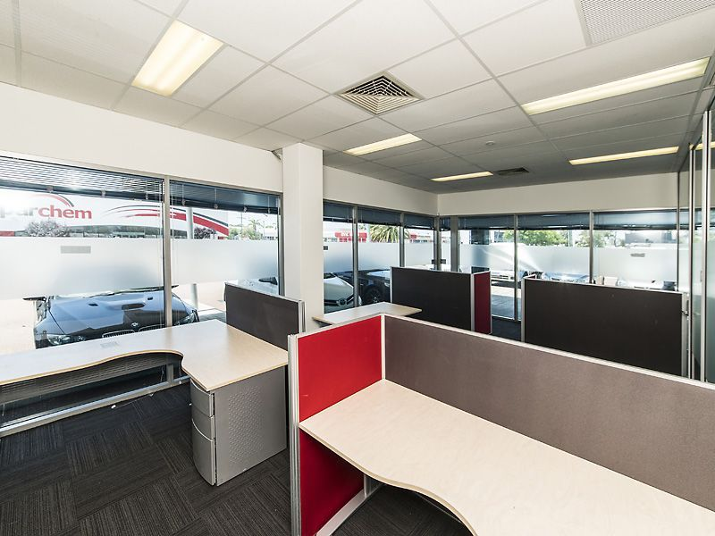 PRIME CORNER GROUND FLOOR OFFICEWITH QUALITY FIT OUT!