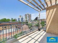 Fantastic 2 Bedroom Apartment. Parramatta City Centre. Top Floor. Views Over Parramatta Skyline. Walk to All Amenities.