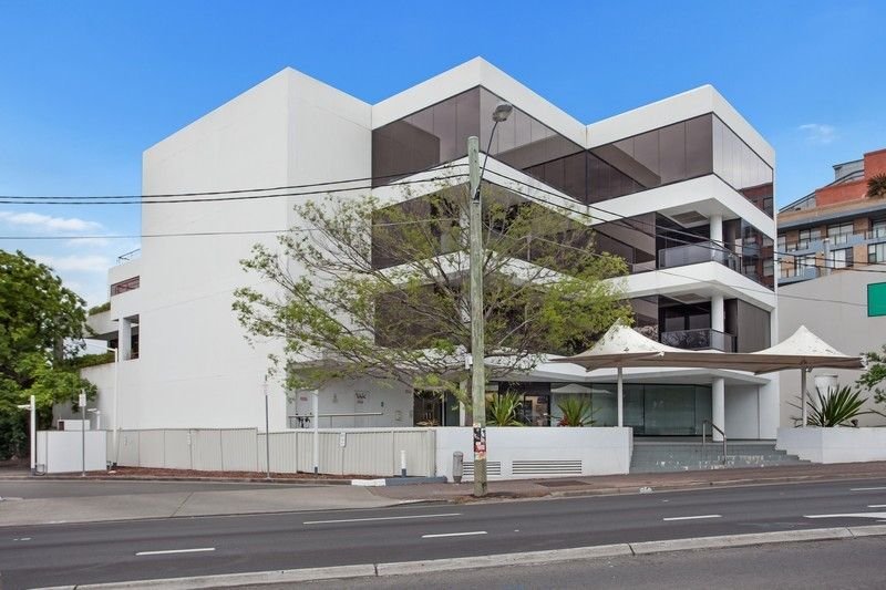 CENTRALLY LOCATED - FREESTANDING COMMERCIAL OFFICE BUILDING!