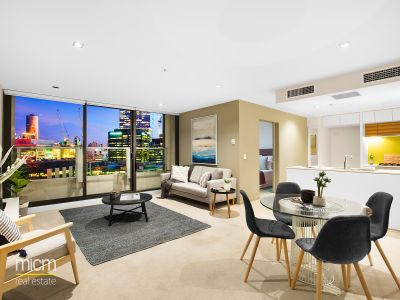 Experience Bright and Stylish Docklands Living