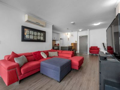 Designer Unfurnished or Furnished Apartment + 2 Car Spaces!!