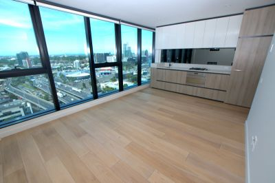 The Habitat: Two Bedrooms with Amazing Views!