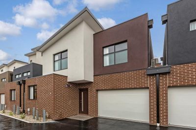 Modern 2 Bedroom Townhouse