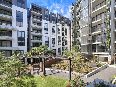 Garden Facing 2-Bedroom Apartment with Parking 'Harold Park', Glebe