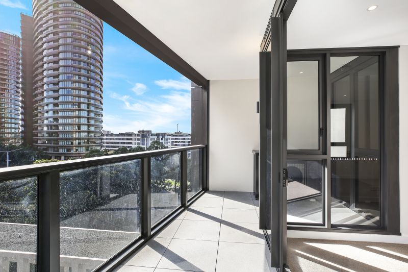 Premium Brand New North Facing 1 Bedroom + Study Apartment in Scarlet