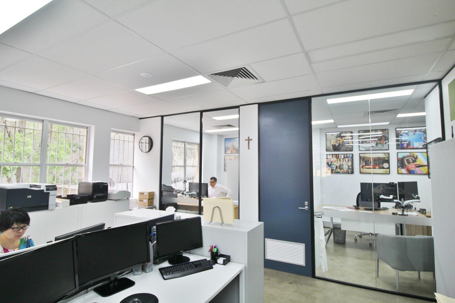 CONTEMPORARY CREATIVE OFFICE