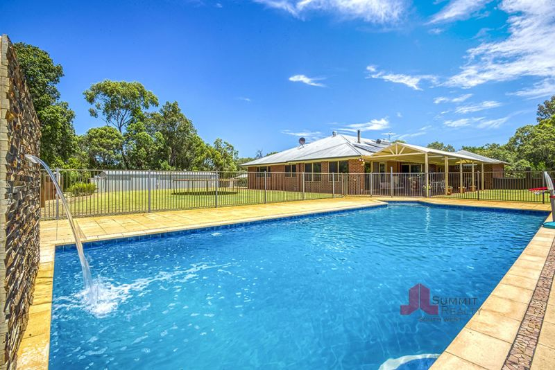 Established family home in a prime setting!