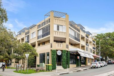 Fully furnished Bondi Beach studio apartment with parking
