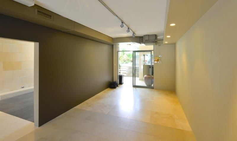 HIGH EXPOSURE SHOWROOM/OFFICE/SHOP WITH TROPICAL REAR GARDEN