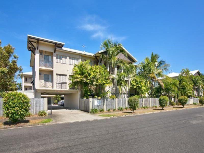 BE QUICK TO INSPECT THIS MODERN UNIT IN WELL MAINTAINED COMPLEX