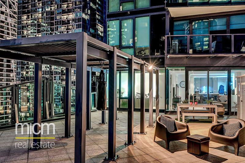 The Best in Indoor/Outdoor Southbank Living!
