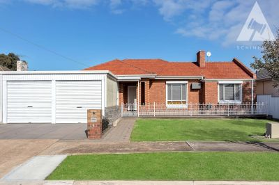 LIGHT & BRIGHT FAMILY HOME WITH DETACHED RUMPUS