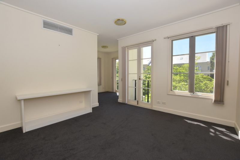 Perfectly Positioned City Pad - with 2 Balconies - Amongst the Gardens!