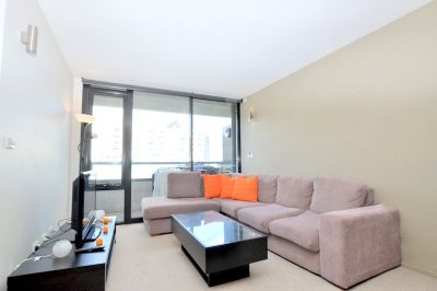 The Merchant: Beautiful Penthouse Apartment in a Perfect Location!