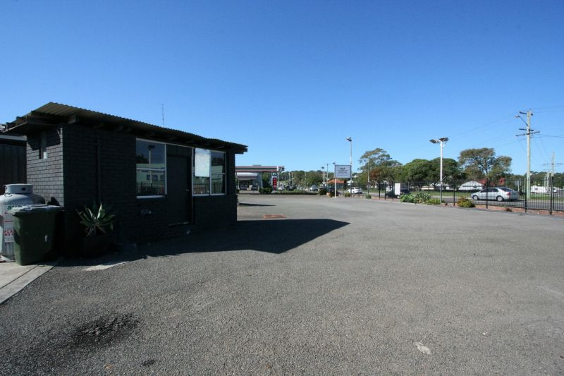 1351m² Site with Sales Office