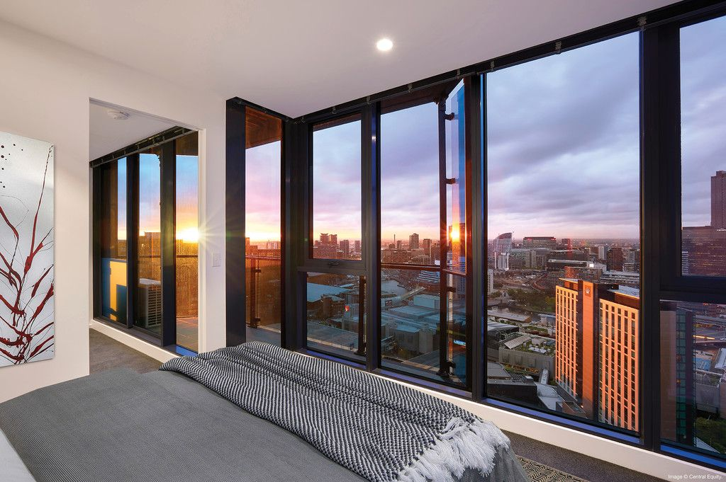 STUNNING RIVER VIEWS FROM THIS 32nd FLOOR APARTMENT