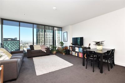 Freshwater Place: Spacious Unfurnished One Bedroom Apartment with Brilliant River and City Views!