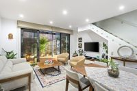 Modern and luxurious townhouse beauty near Templestowe Village