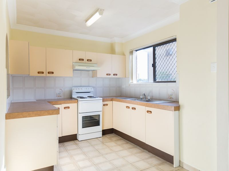 SPACIOUS TWO BEDROOM UNIT - AFFORDABLE ASCOT LIVING!!>