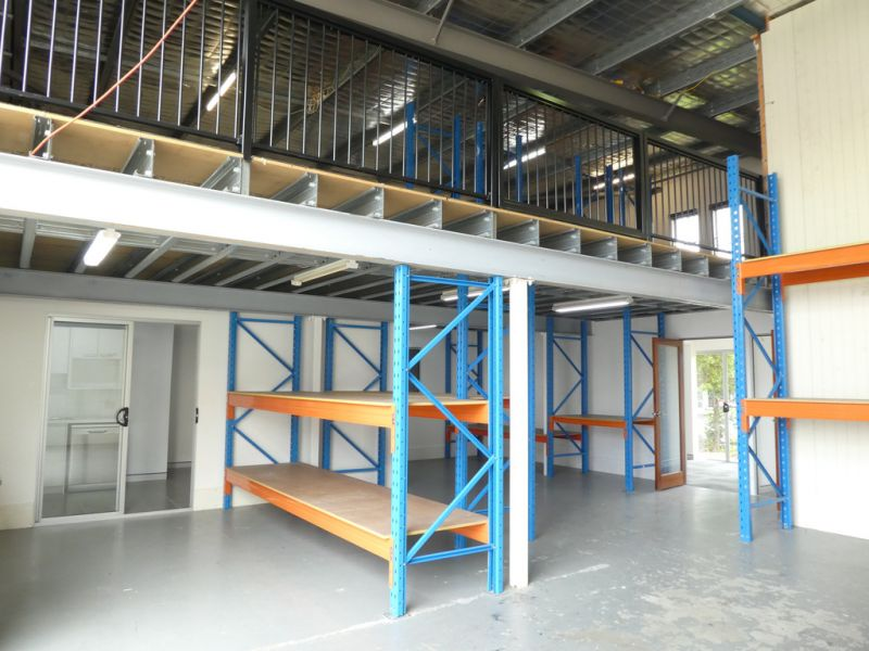 234m2* Warehouse And Office Unit At Front Of Complex