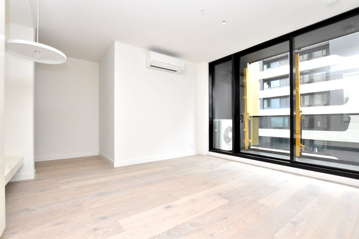 Empire: Gorgeous One Bedroom Apartment with Everything at Doorstep!