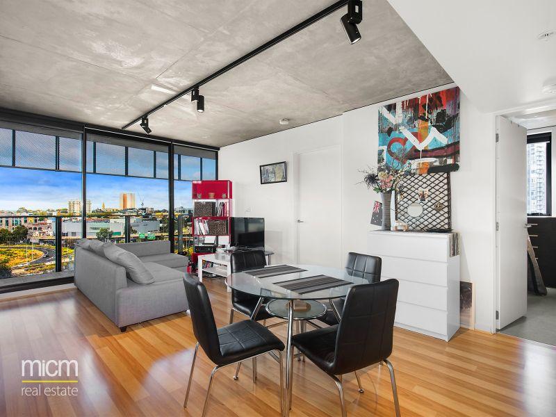 Vibrant City-Edge Living with Commanding Views