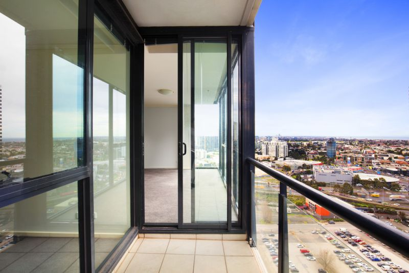 Sentinel: Stunning Two Bedroom Southbank Apartments - With Car Spaces!