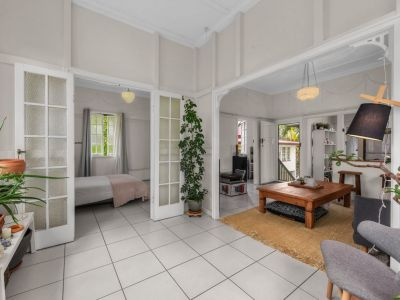 GREAT PRICED, ART DECO! FANTASTIC, CUTE 2 BEDROOM APARTMENT IN A GREAT LOCATION