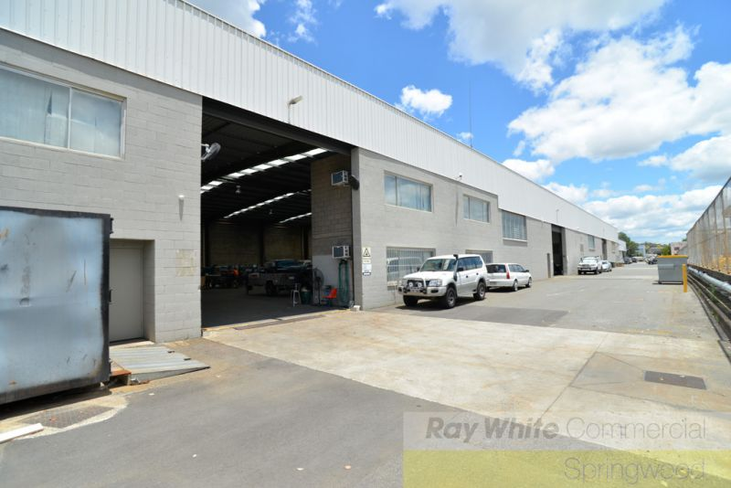 Distribution Warehouse With Dual Street Access 1,085m2*