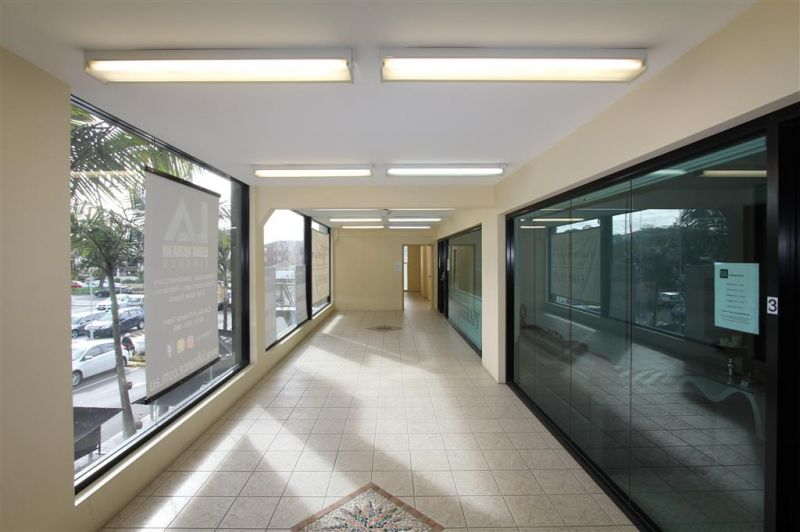 62m² Office in Beachside Shopping Complex!