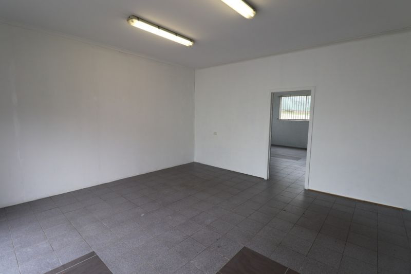 Entry Level Warehouse - Motivated LandLord, Do Not Miss Out!