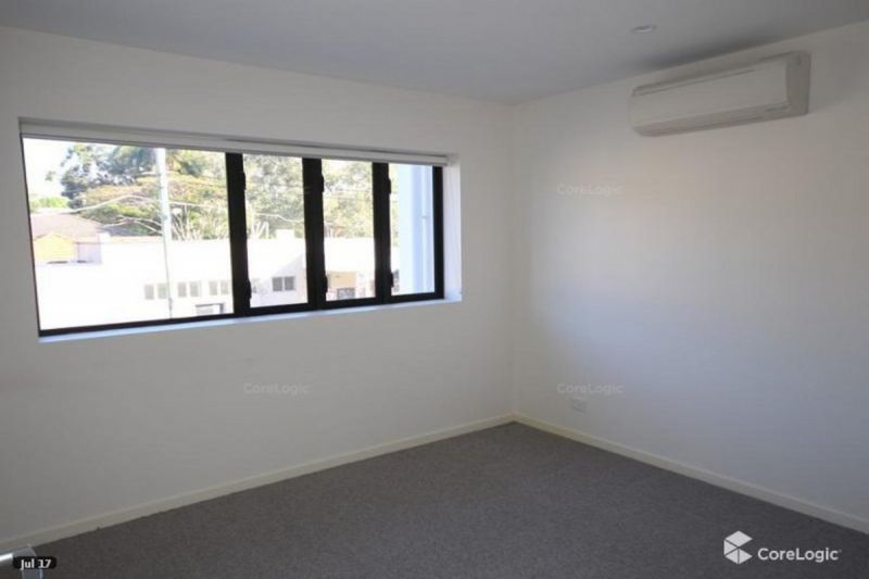 AS NEW 2 BEDROOM HUGE ENTERTAINERS BALCONY AIR CONDITIONER TO BOTH BEDROOMS