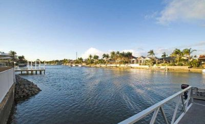 LARGE FAMILY HOME  31.6* WATERFRONTAGE