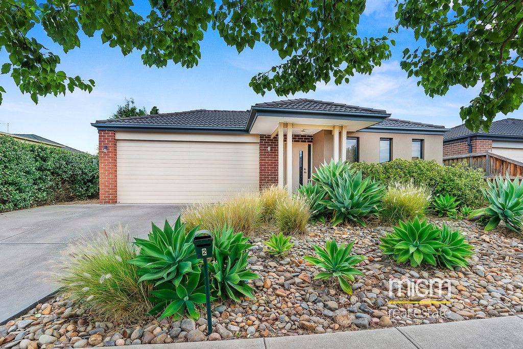 Stunning Family Living in the Lincoln Heath Estate!