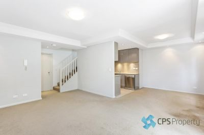 EXECUTIVE TOWNHOUSE-STYLE TWO BEDROOM RESIDENCE IN LEAFY CUL DE SAC